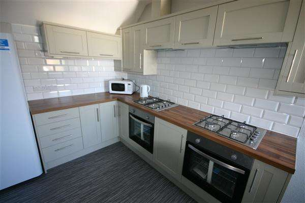 4 Bedrooms Apartment Flat for rent in Furzedown Road, Southampton