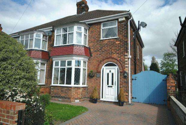 3 Bedrooms Semi Detached House for sale in Queen Mary Avenue, Cleethorpes, Cleethorpes