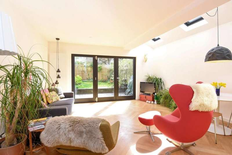2 Bedrooms Flat for sale in Cavendish Road, Balham, SW12