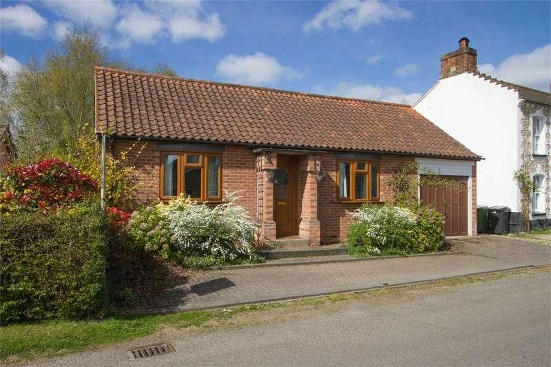 3 Bedrooms Detached Bungalow for sale in Hall Moor Road, Hingham, Norfolk