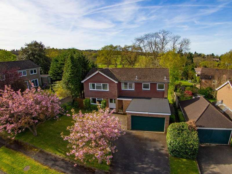 4 Bedrooms Detached House for sale in Highfield Gardens, Liss