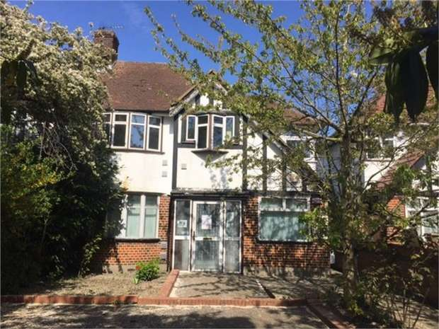 3 Bedrooms Semi Detached House for sale in Bath Road, Hounslow, Middlesex