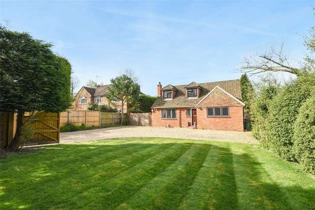 4 Bedrooms Detached House for sale in Reading Road, FINCHAMPSTEAD, Berkshire
