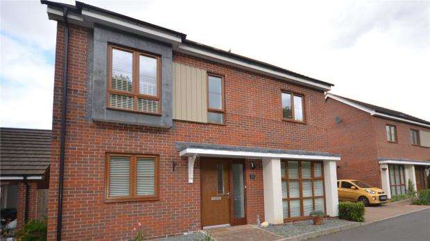 4 Bedrooms Detached House for sale in Sheepwash Court, Basingstoke, Hampshire
