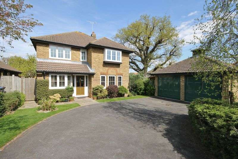 4 Bedrooms Detached House for sale in Colchins, Burgess Hill, West Sussex