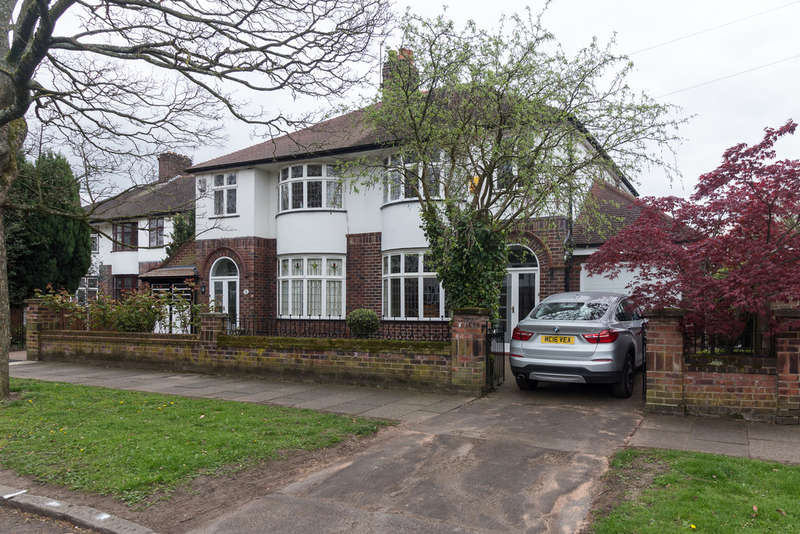 3 Bedrooms Semi Detached House for sale in Thornhill Road, Heaton Mersey