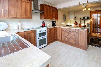 2 Bedrooms Terraced House for sale in Roche, St. Austell, Cornwall