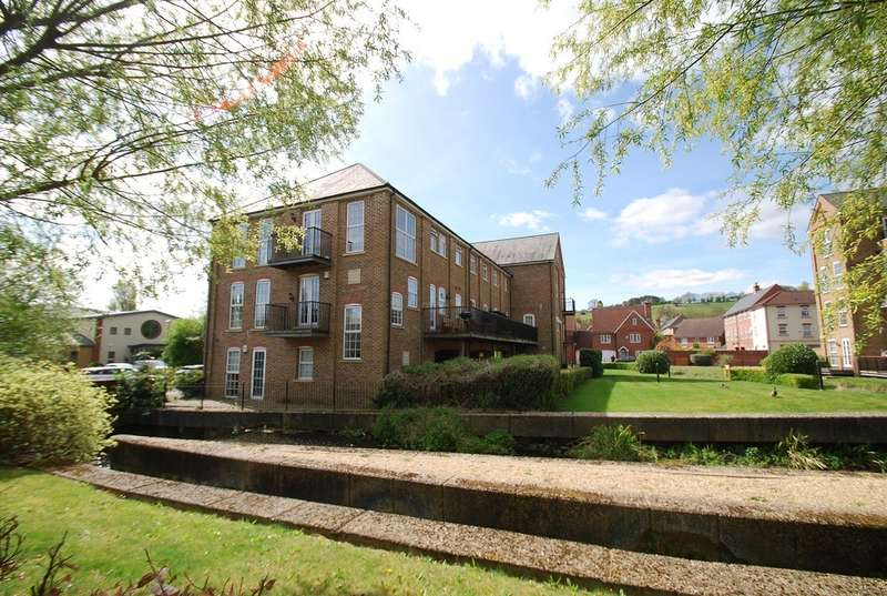 2 Bedrooms Flat for sale in Wheatsheaf House, Glory Mill Lane, Wooburn Green, HP10