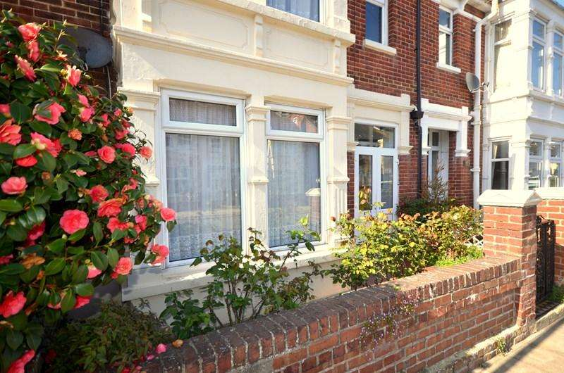 3 Bedrooms Terraced House for sale in Ebery Grove, Baffins, Portsmouth