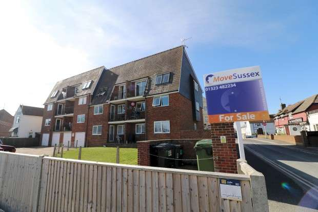 2 Bedrooms Flat for sale in Norman Court, Pevensey Bay, Pevensey, BN24