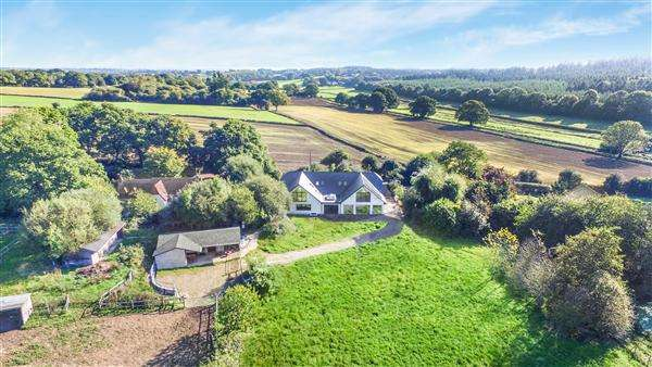 6 Bedrooms Detached House for sale in Yew Tree Farm, Lopshill, Fordingbridge