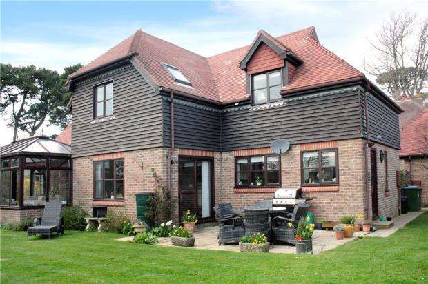 4 Bedrooms Detached House for sale in East Drive, Ham Manor, Angmering, West Sussex, BN16