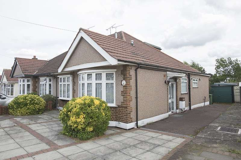 3 Bedrooms Bungalow for sale in Heather Gardens, Romford, Essex, RM1