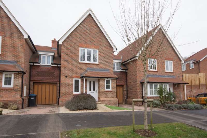3 Bedrooms Link Detached House for sale in Renfields, Haywards Heath, West Sussex, RH16