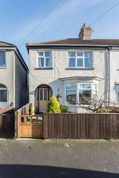 3 Bedrooms End Of Terrace House for sale in Hawthorne Avenue, Cleethorpes, Lincolnshire, DN35
