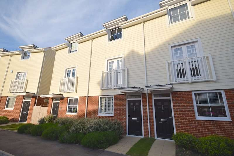 4 Bedrooms Town House for sale in Hambrook Road, Snodland, Kent, ME6