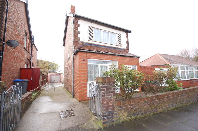 3 Bedrooms Detached House for sale in Colwyn Avenue, Blackpool