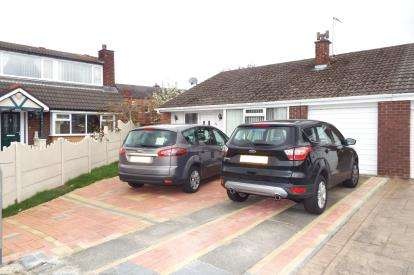 3 Bedrooms Bungalow for sale in Ripley Drive, Leigh, Greater Manchester