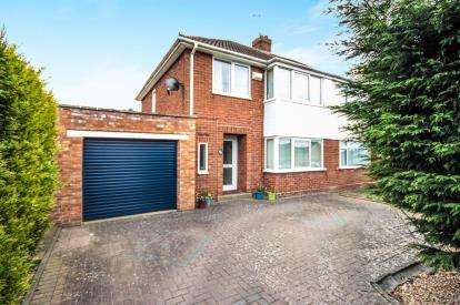 3 Bedrooms Semi Detached House for sale in Spa View, Whitnash, Leamington Spa, England