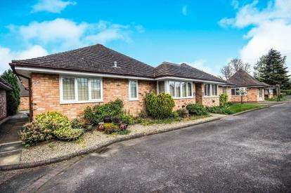 2 Bedrooms Bungalow for sale in Avon Meadow Close, Stratford-Upon-Avon, Warwickshire