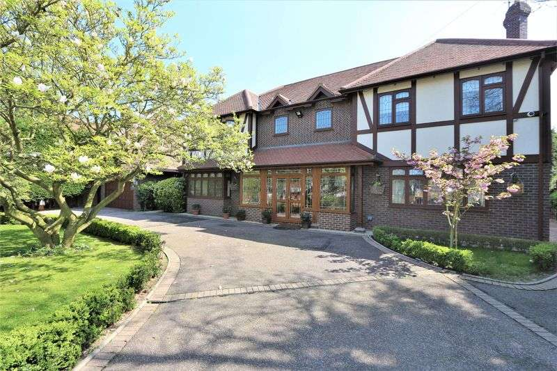 6 Bedrooms Detached House for sale in High Road, Chigwell