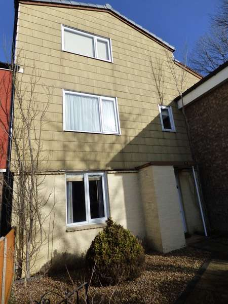 3 Bedrooms Terraced House for sale in Chiltern Gardens, Telford, Shropshire, TF4