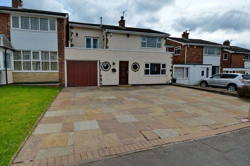 4 Bedrooms Detached House for sale in Parr Lane, Unsworth, Bury
