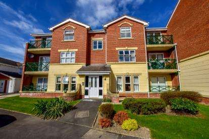 2 Bedrooms Flat for sale in The Copse, Forest Hall, Newcastle Upon Tyne, Tyne and Wear, NE12