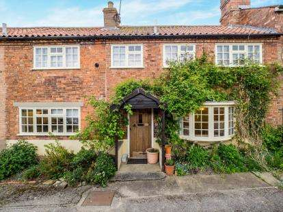 3 Bedrooms Terraced House for sale in Park Lane, Lambley, Nottingham