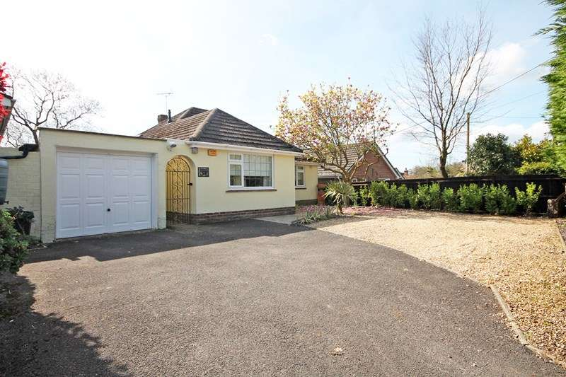 3 Bedrooms Detached Bungalow for sale in Burley Road, Bransgore, Christchurch