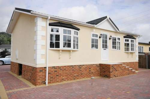 2 Bedrooms Park Home Mobile Home for sale in Iford Bridge Park, Bournemouth