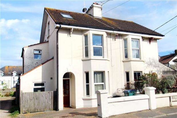 2 Bedrooms Apartment Flat for sale in Beaconsfield Road, Littlehampton, West Sussex, BN17