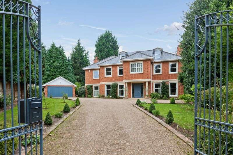 5 Bedrooms Detached House for sale in Sandy Drive, Cobham