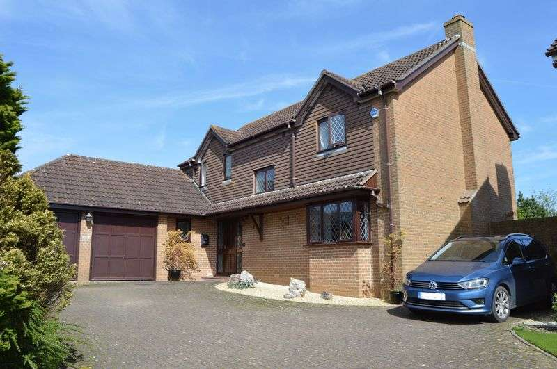 3 Bedrooms Detached House for sale in Motcombe