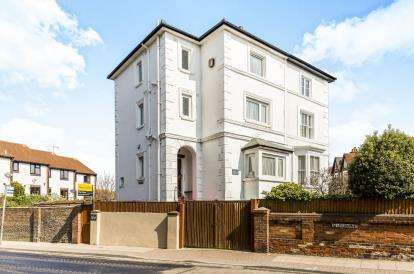 4 Bedrooms Semi Detached House for sale in Kenilworth Road, Southsea, Hampshire