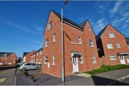 4 Bedrooms Detached House for sale in Tyne Way, Rushden, Northamptonshire