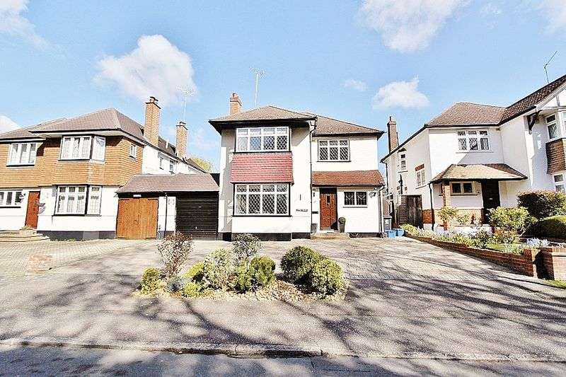 4 Bedrooms Detached House for sale in Brook Way, Chigwell