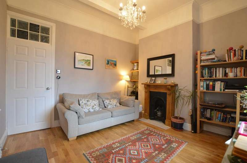 2 Bedrooms Flat for sale in Friern Road London SE22
