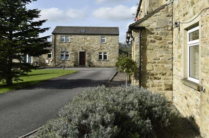 4 Bedrooms House for sale in White House Farm White House Cottage, Skipton Road, Farnhill, Keighley, BD20 9BT