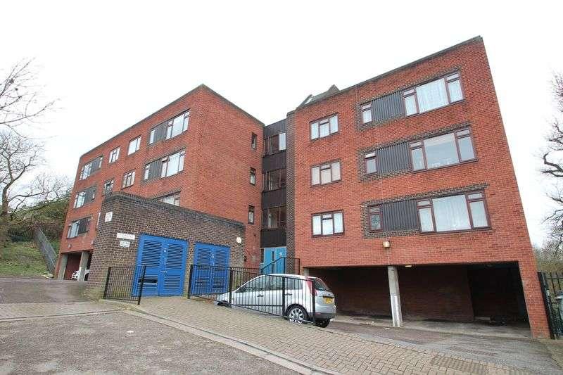 2 Bedrooms Flat for sale in Morvale Close, Belvedere, Kent, DA17