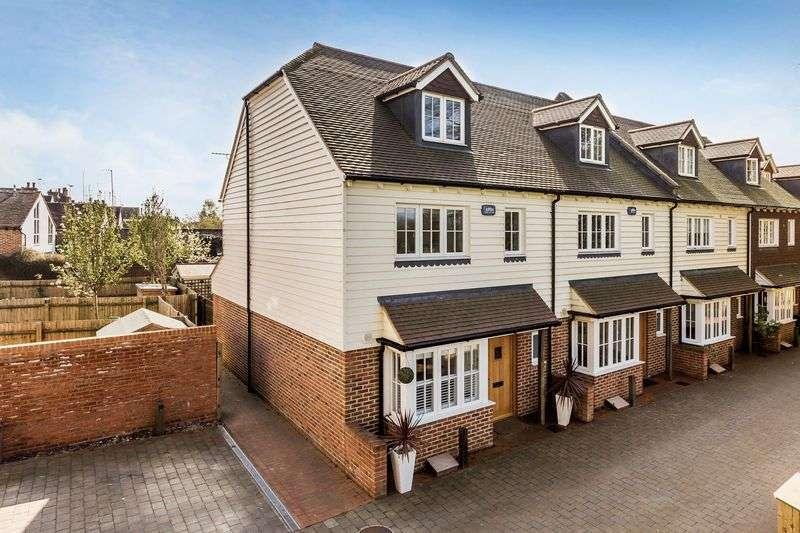4 Bedrooms Terraced House for sale in Water Lane, HANDCROSS, Haywards Heath