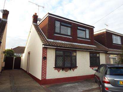 3 Bedrooms Bungalow for sale in Thundersley, Benfleet, Essex