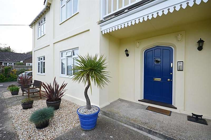 2 Bedrooms Flat for sale in Military Road, Rye