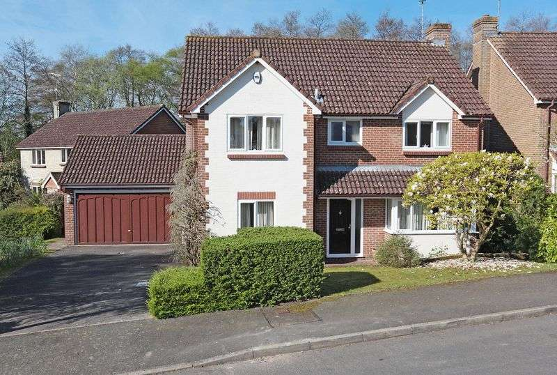 4 Bedrooms Detached House for sale in Calvert Close, Uckfield, East Sussex