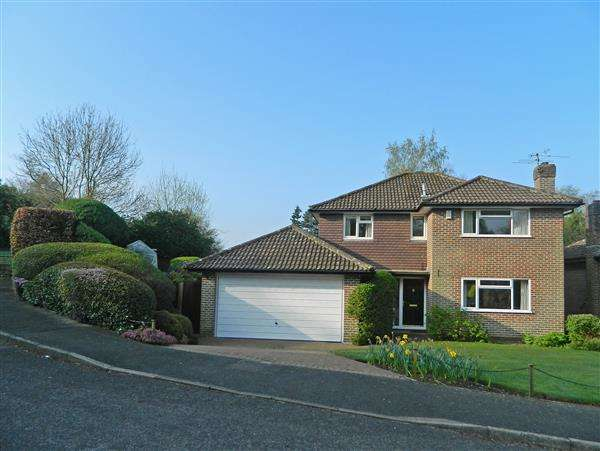 4 Bedrooms House for sale in Goodwood Close, Midhurst