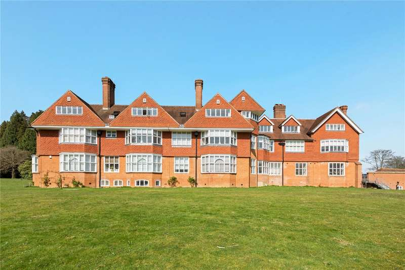 2 Bedrooms Flat for sale in Shaw House, Elizabeth Drive, Banstead, Surrey, SM7