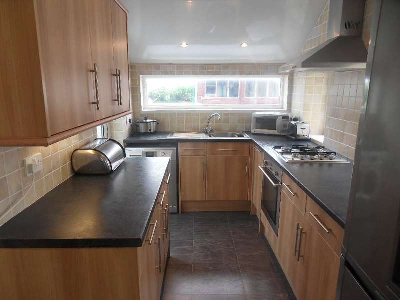 3 Bedrooms Property for sale in 19, Blackpool, FY1 2SB