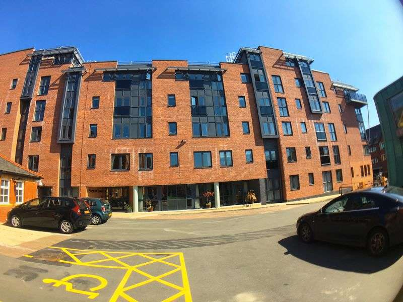 1 Bedroom Flat for sale in Forest Court: **INCLUDES CARPETS, CURTAINS & LIGHT FITTINGS **