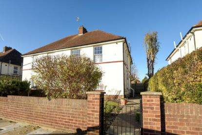 2 Bedrooms Maisonette Flat for sale in Masefield Crescent, Southgate