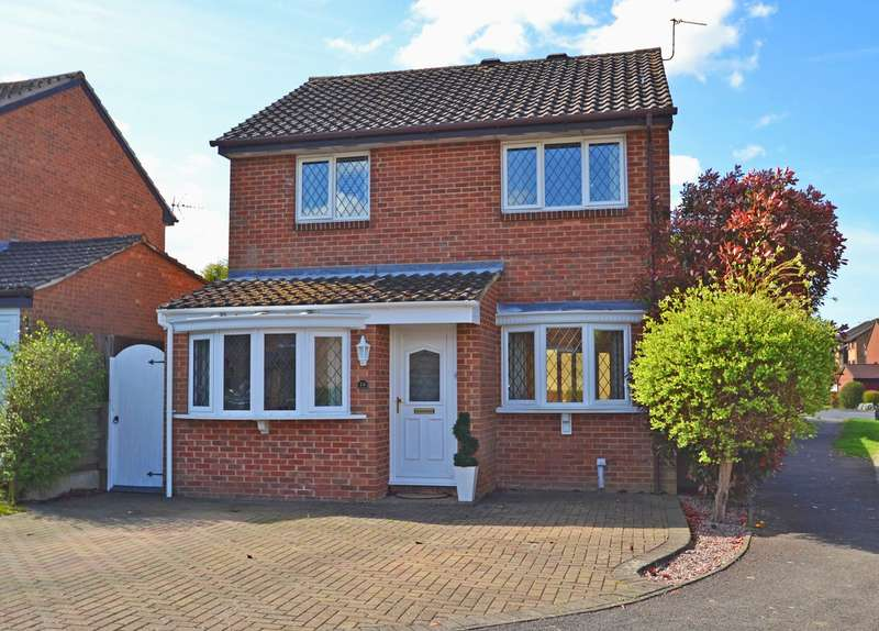 3 Bedrooms Detached House for sale in Charrington Way, Broadbridge Heath, Horsham, West Sussex, RH12